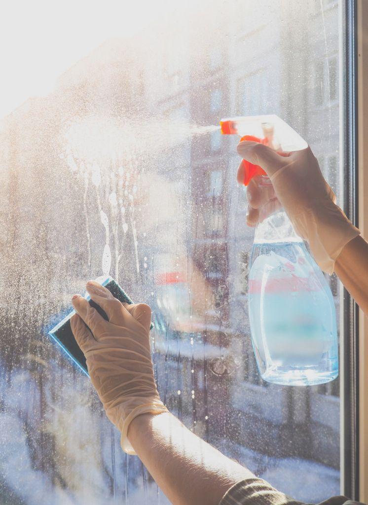 czym myć okna